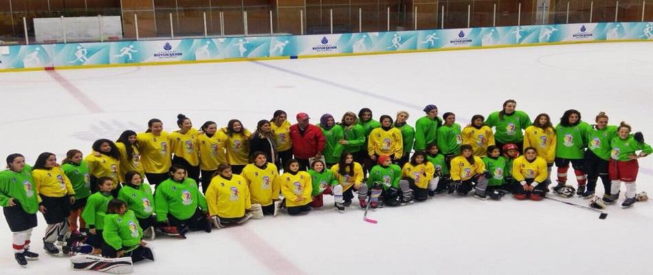 """""""Dünya Kızlar Buz Hokeyi Günü"""" Ülkemizde Kutlandı!"""