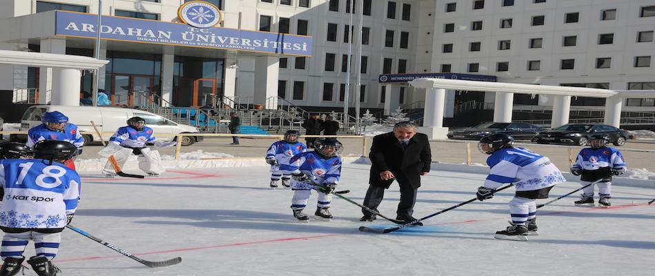 Ardahan'da Doğal Buz Pisti Yapıldı