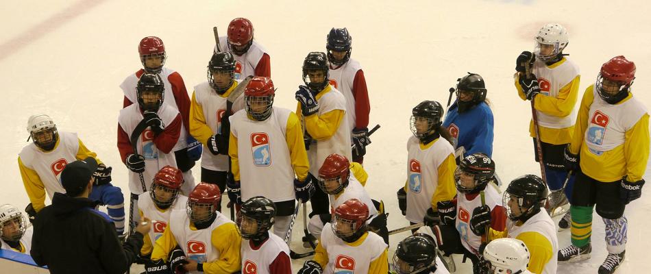 Buz Hokeyi Okullarla Ülkeye Yaygınlaştırılacak