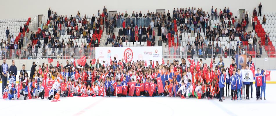 19 Mayıs Minikler Buz Hokeyi Şenliği Ankara'da Yapıldı