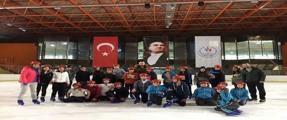 Buz Hokeyi Okula Taşındı, 200 Öğrenci Buz Hokeyi İle Tanıştı…